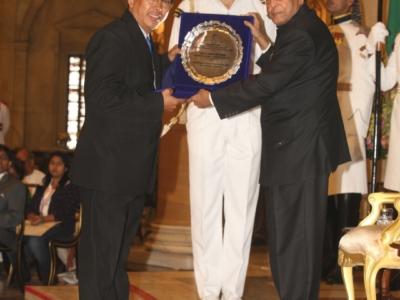 rajiv-gandhi-manav-seva-award-for-outstanding-performane-for-child-welfare-and-protection-new-delhi-on-nov-14